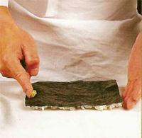 Техника приготовления сякамаки (роллов наизнанку): фото шаг 3