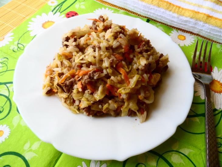 Капуста с рисом и фаршем(что-то вроде ленивых голубцов)