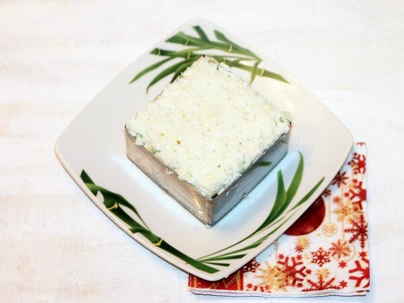 Салат слоёный с ветчиной и грибами