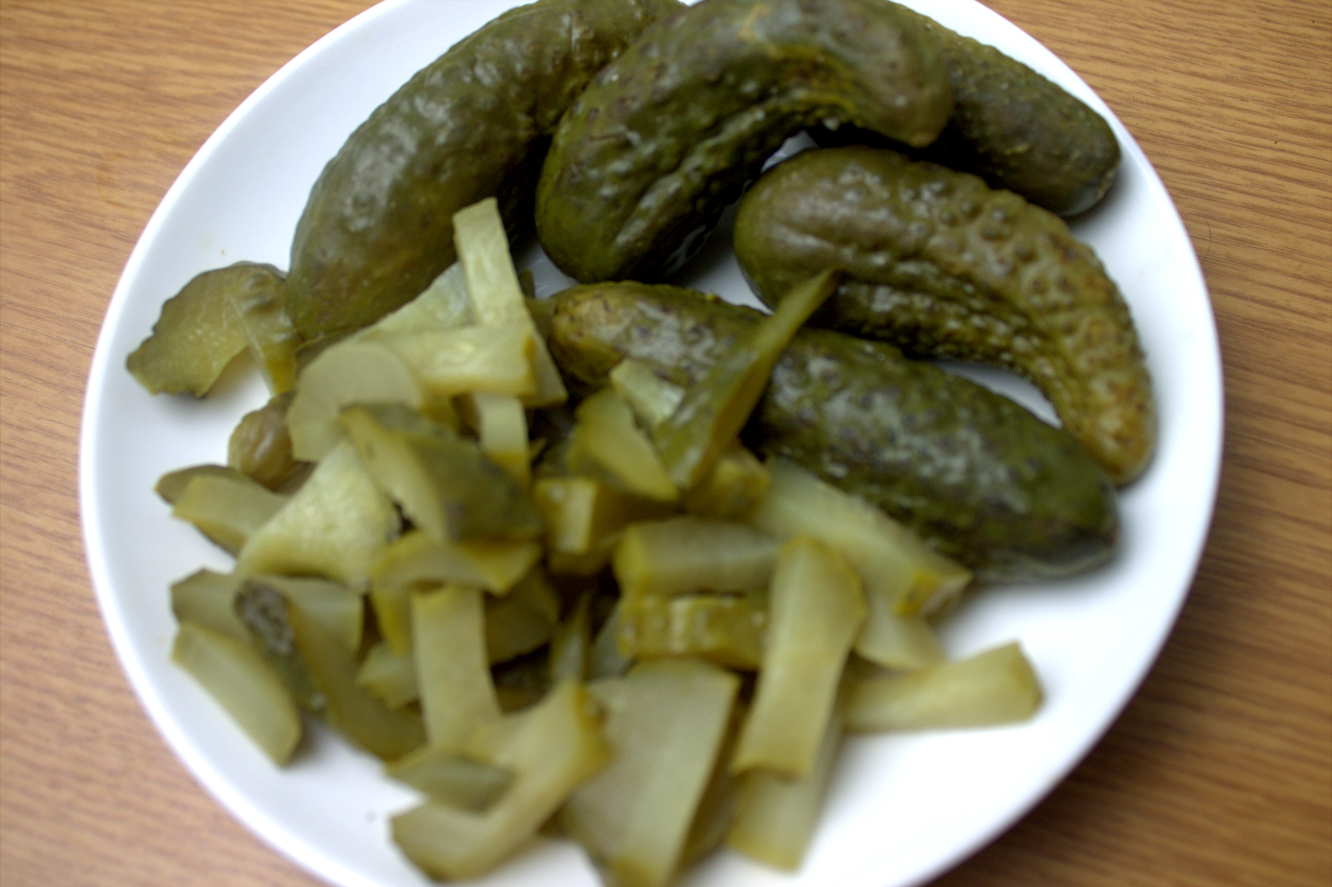 Тёплый салат с жареным картофелем и лососем
