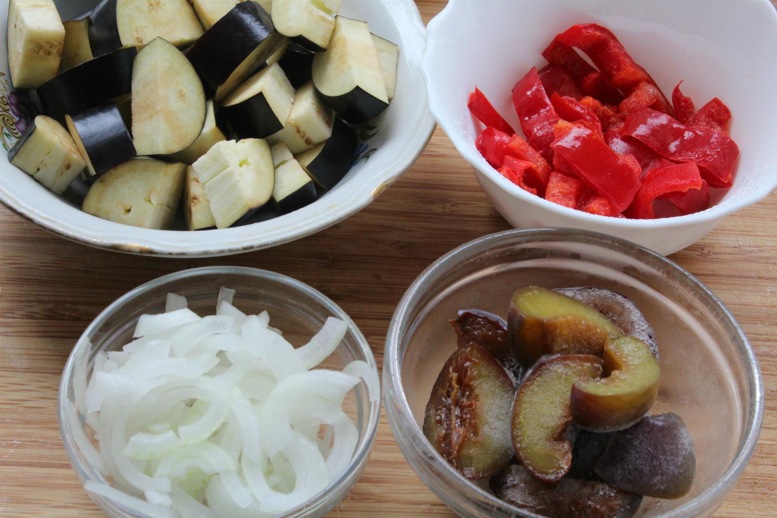 Нескучный салат с баклажанами