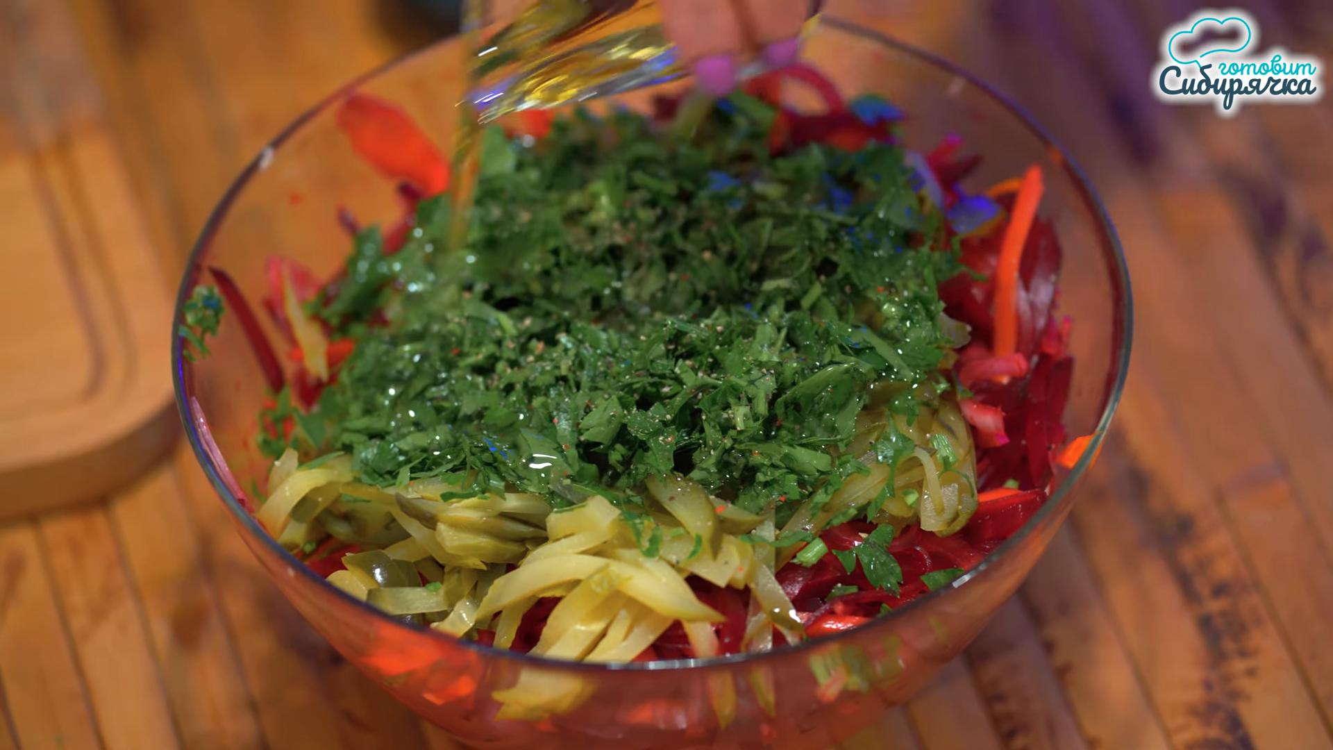 Овощной салат из свеклы и вареной моркови с луком: фото шаг 7