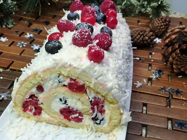 торт из рулета рецепт с фото